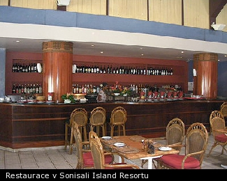 Restaurace v Sonisali Island Resortu