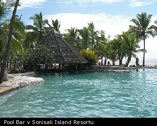 Pool Bar v Sonisali Island Resortu